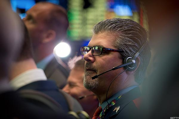 S&P 500 Creeps Higher as Private Sector Growth Bodes Well for Jobs Report