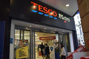 Tesco Stock Slumps Despite Solid Holiday Sales, First Market-Share Gain Since 2011