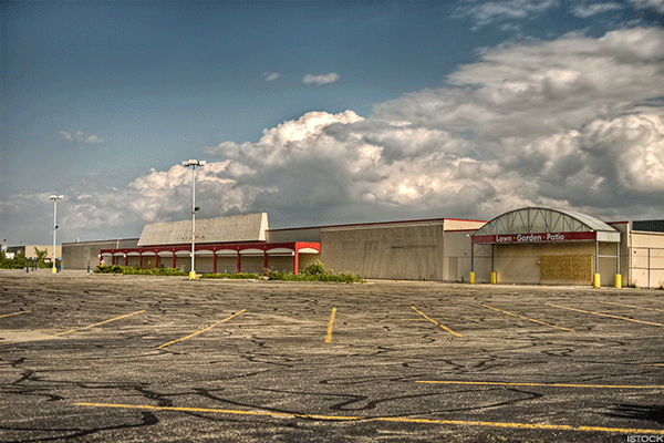 J.C. Penney and Macy's Are Turning America's Malls Into Ghost Towns