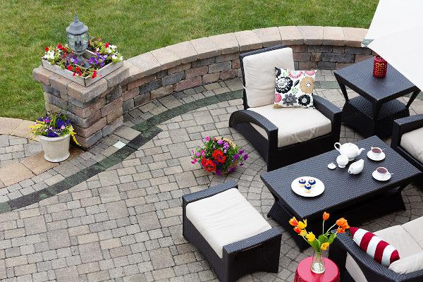 Midrange Backyard Patio