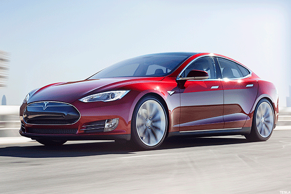 Tesla Is Almost the Largest U.S. Automaker by Market Cap -- Tech Roundup