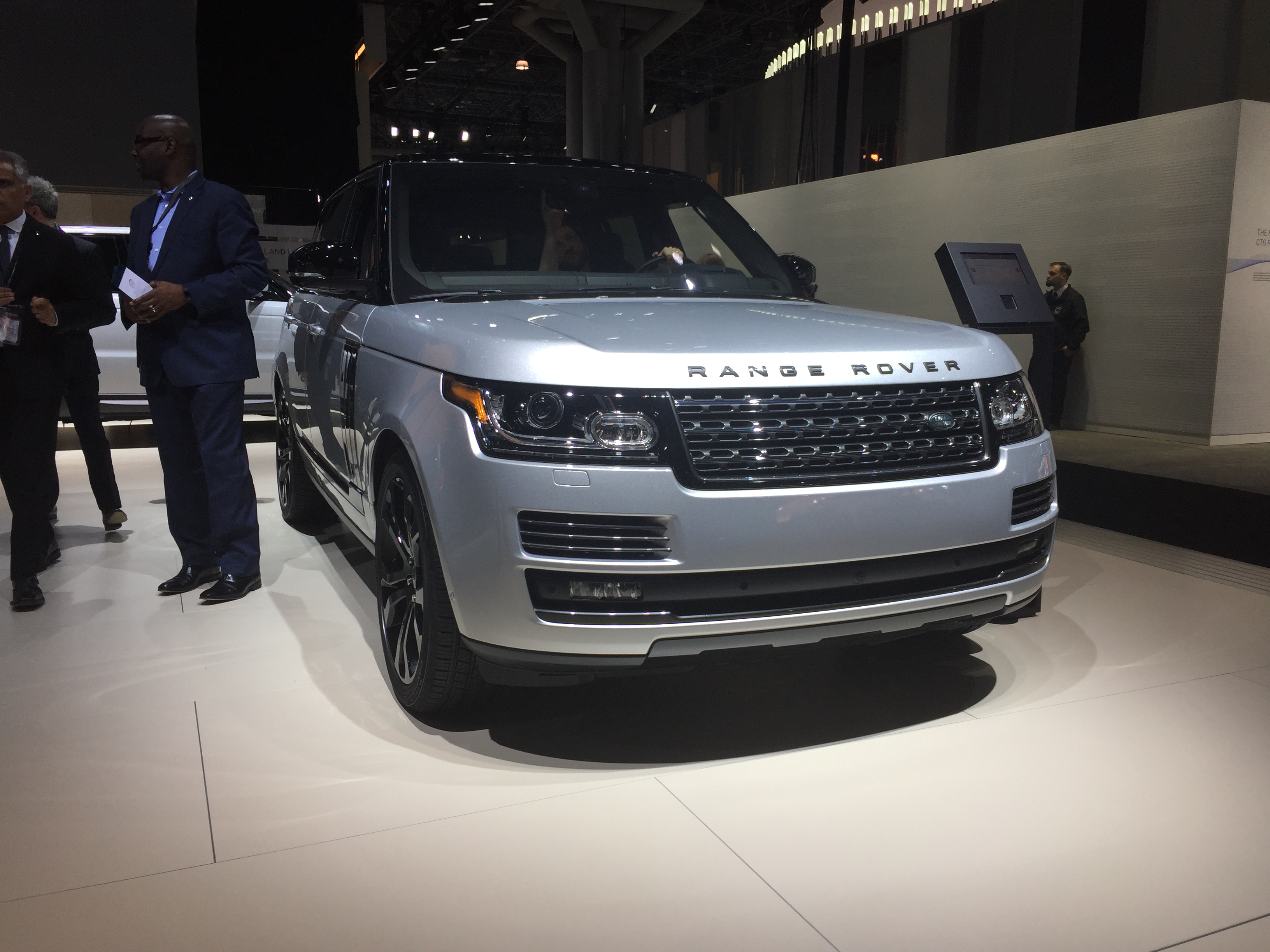 the top reason why land rover just made this 200 000 suv its most expensive one ever thestreet. Black Bedroom Furniture Sets. Home Design Ideas