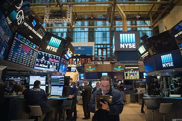 Stock Futures Trade Lower as U.S. Politics Dominate the Headlines