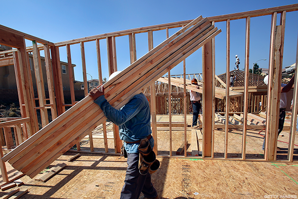 Homebuilder Sentiment Slips, Housing Starts Stall--How to Trade 5 Homebuilders