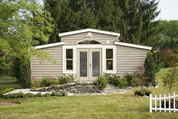 Tiny houses perfect for your mother in law grown kids or for Med cottage