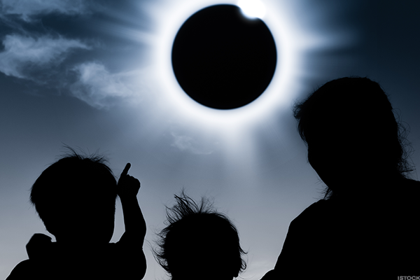 5 Big Brands Trying to Make a Lot of Money Off Solar Eclipse Excitement