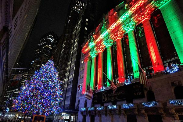 Spice Up Your Holiday Investing With These Dividend Stocks