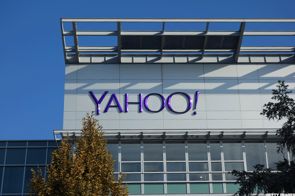 Lightning Is About to Strike Shares of Yahoo! Again, So Sell Now