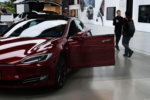 Tesla's Profit Warning Reignites a Big Investor Debate Over the $35,000 Model 3