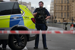 London Counter Terrorism Police Question Suspect After Armed Man Arrested Near Parliament