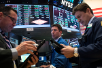 Dow Posts Fresh Record, Third in a Row, but S&P 500 and Nasdaq Fall