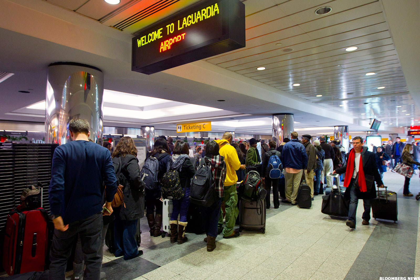 Major U.S. Airlines Hit by Outages - Stocks Rise as FAA Says Issue Is Resolved