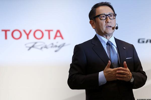 Toyota Lifts Earnings Outlook on Weaker Yen, Higher Sales Forecasts