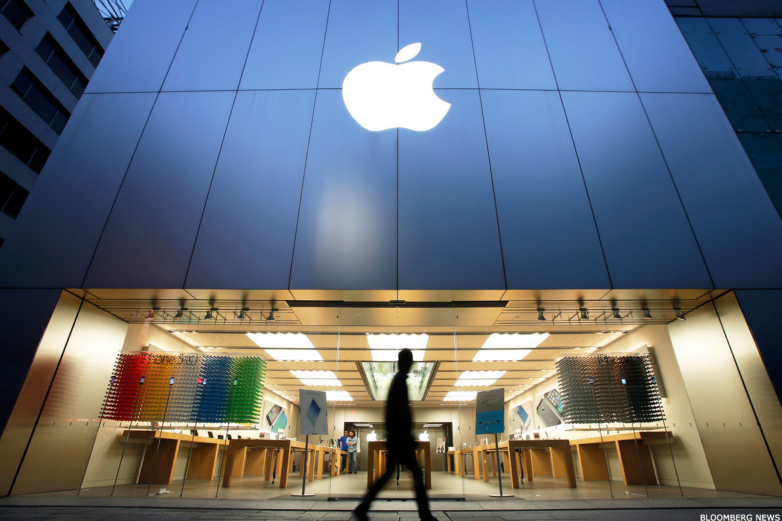 18 Stocks to Avoid if the U.S. Falls Into a Recession, Including Apple