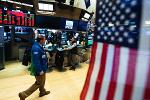 Dow Turns Negative as Apple Shares Slip, Trade Worries Reappear