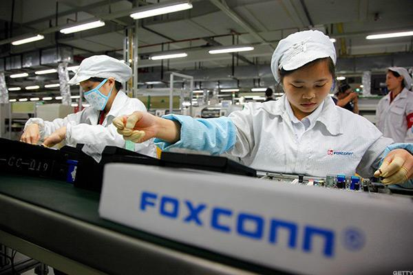 Foxconn Considering Wisconsin, Michigan for New Plant