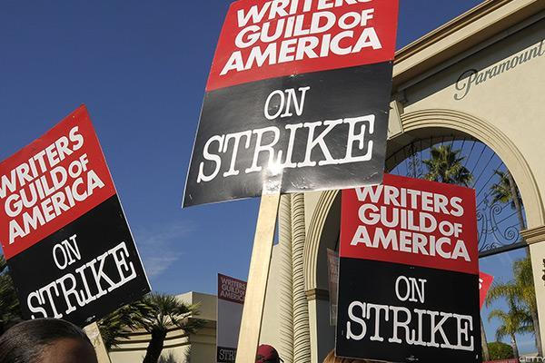 writers guild of america votes to authorize strike