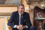 Starbucks' Howard Schultz Denies He's Running for President, but Sure Sounds Like a Candidate