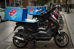 Domino's Keeps Delivery In-House, Reportedly Avoids Use of Third-Party Apps