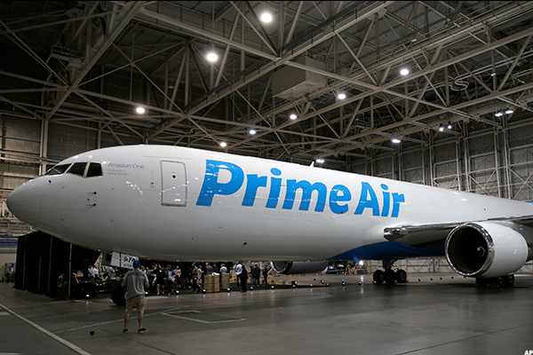 Amazon Prime Air Pilots Picket for Higher Wages