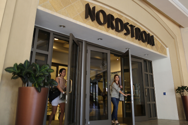 Nordstrom Slides as Disappointing Holiday Sales Deepen Concerns for US Retailers