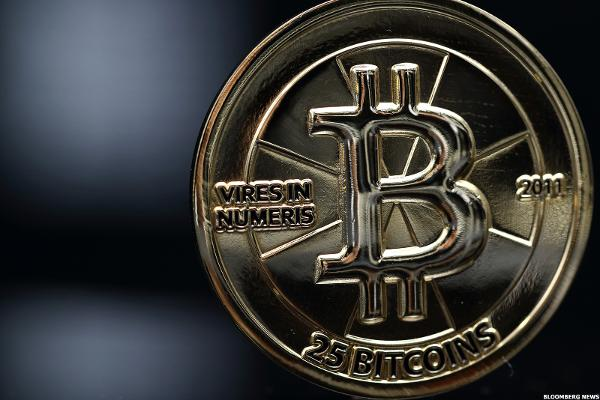 Bitcoin Surge Continues as Cryptocurrency Tops $2,100 Amid U.S. Dollar Pullback