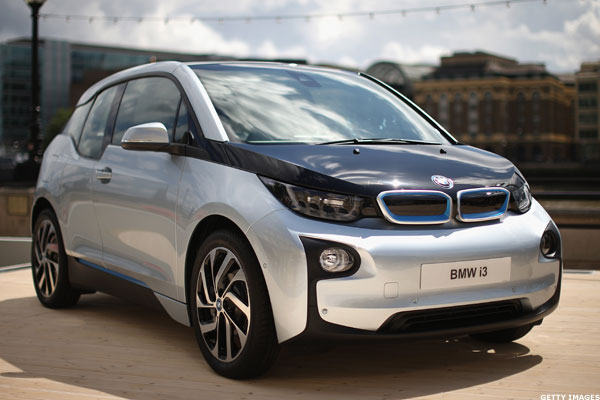 10 electric and hybrid cars that get 40 miles per gallon or more thestreet. Black Bedroom Furniture Sets. Home Design Ideas
