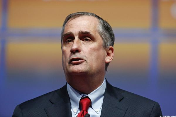 Intel CEO's Surprise Exit Leaves 'Large Void' That Won't Be Easy to Fill