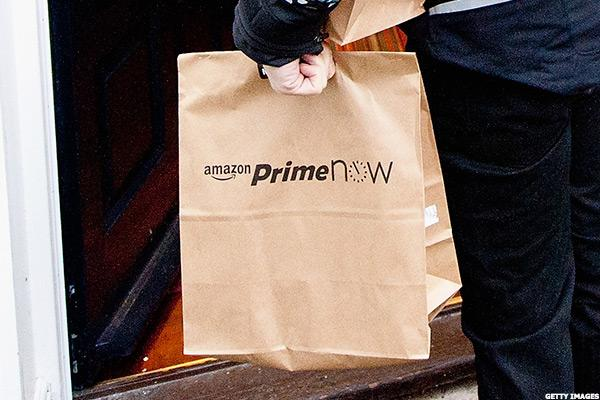 Amazon Dominating Online Holiday Sales but Brick-and-Mortar Retailers Likely to Clinch Final Hours