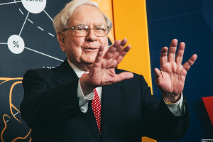 Warren Buffett Thinks U.S. Pessimists Are 'Out of Their Minds'