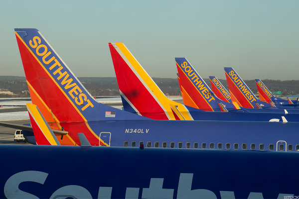Southwest Airlines Grounds Airline Stocks on Weak Guidance