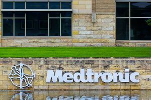 Medtronic Rises as Heart Device Maker Pumps Out Revenue Beat