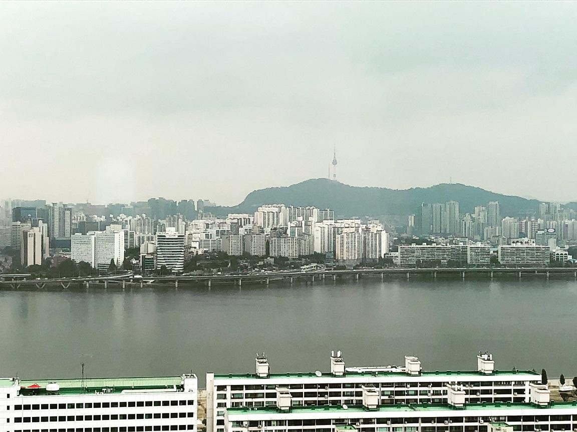 The view across the Hangang River looking out to Seoul Tower on Namsan Mountain shortly before the fog rolled in.