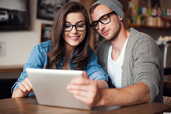 discussing finances dating So to answer your question a couple should begin discussing who is going to be responsible for what--finances, house-work, yard-work, etc-- before they're formally engaged the very best of luck to you.