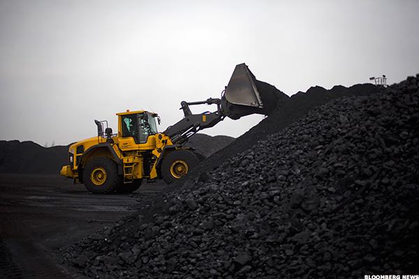 Glencore Bets on Coal as Competitors Bail Out