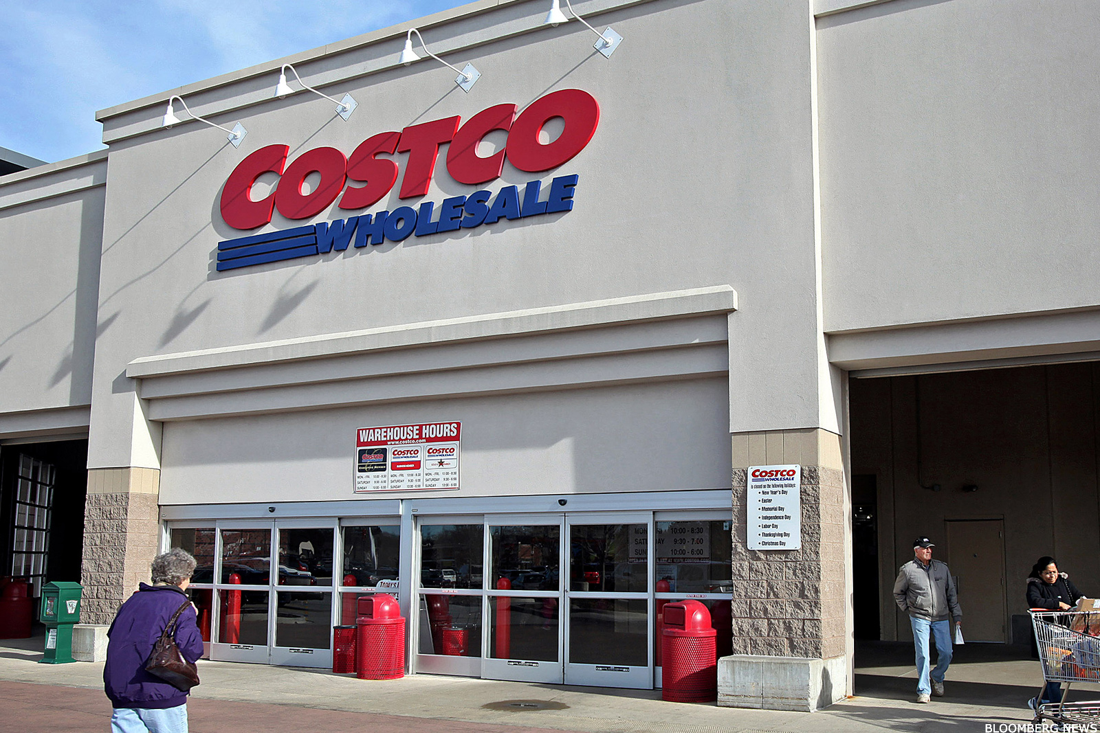 Costco cost is spanking walmart 39 s wmt hide in two big areas thestreet - Casa in canapa costo ...