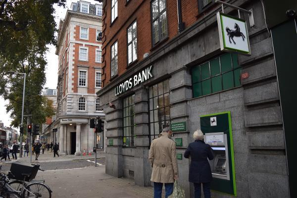 Lloyds' Purchase of MBNA From Bank of America Is a Sign of Fear