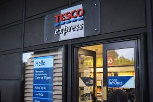 Tesco Promises Continued Price War as Festive Sales Disappoint Investors
