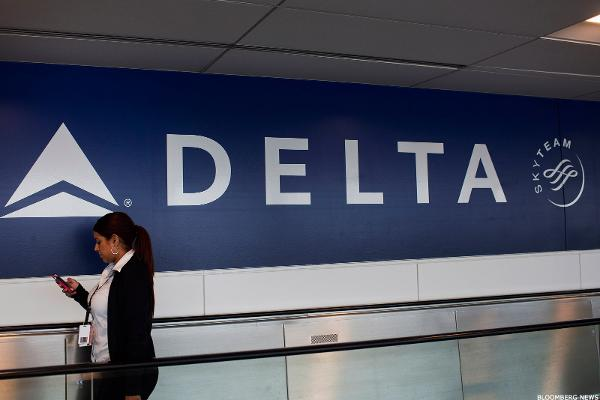 Jim Cramer -- Buy Delta Over JetBlue; Avoid Autos