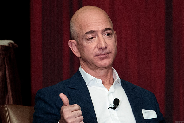 Amazon founder Jeff Bezos wants to give affordable space travel a thumbs-up.