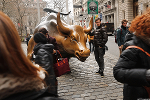 Stock Futures Narrowly Mixed in Kickoff to Second Quarter