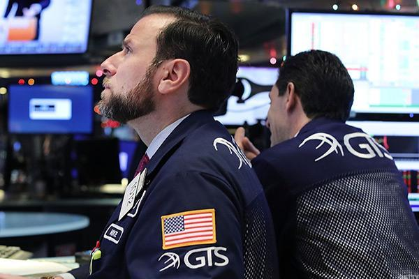 Wall Street Closes Lower Amid Continued Global Worries