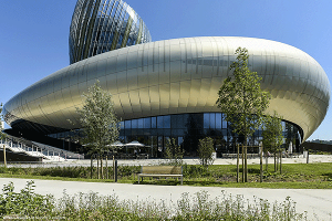 La Cité du Vin in Bordeaux Provides a Tribute at the Wine World's Epicenter