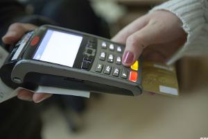 Retailers and Credit Card Companies Fight Over Chip-and-Pin Cards