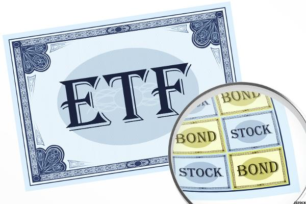 Workers Nearing Retirement Seek Last-Minute Returns in ETFs