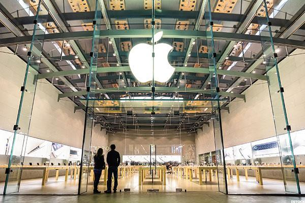 Apple Backers Looking for Signs of Improvement