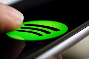 Spotify Challenged by Free Music Streaming Services from Amazon, Alphabet