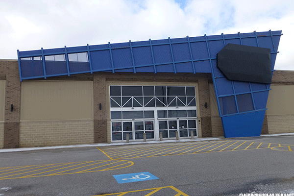 Best Buy Slows Closures as Stores Seen Key to Digital Shopping