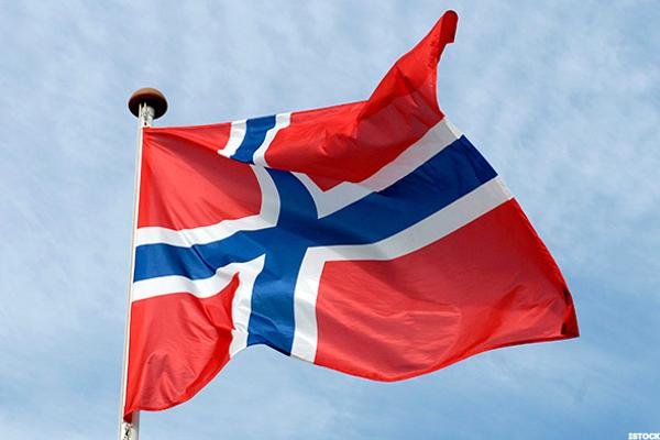 Norway's Sovereign Wealth Fund Should Boost Equity Holdings, Report Finds