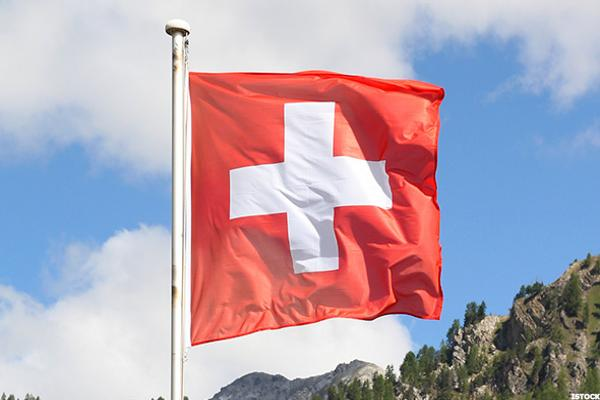 Swiss Voters Reject Basic Income Guarantee, Executive Pay Caps at State-Owned Firms